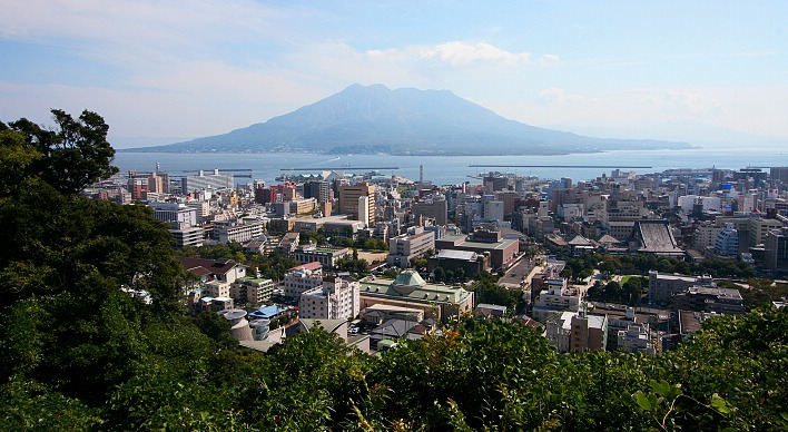 ' ' from the web at 'http://www.japan-guide.com/e/../g10/destination_kagoshima_top.jpg'