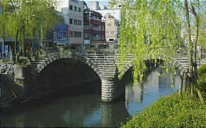 Nagasaki, Le Meganebashi (Pont des spectacles) contruit pour la première fois en 1634