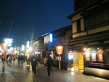 'Kyoto' from the web at 'http://www.japan-guide.com/g6/XYZeXYZe3902_225.jpg'