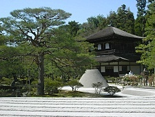 'Kyoto' from the web at 'http://www.japan-guide.com/g6/XYZeXYZe3907_225.jpg'