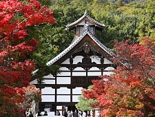 'Kyoto' from the web at 'http://www.japan-guide.com/g6/XYZeXYZe3913_225.jpg'