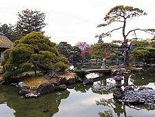 'Kyoto' from the web at 'http://www.japan-guide.com/g6/XYZeXYZe3914_225.jpg'