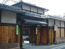 'Kyoto' from the web at 'http://www.japan-guide.com/g6/XYZeXYZe3926_225.jpg'