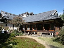 'Kyoto' from the web at 'http://www.japan-guide.com/g6/XYZeXYZe3954_225.jpg'