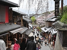 'Kyoto' from the web at 'http://www.japan-guide.com/g6/XYZeXYZe3959_225.jpg'