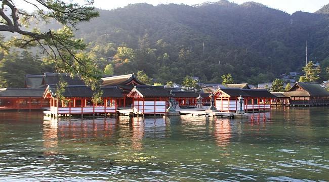 Đền thần Itsukushima-jinja