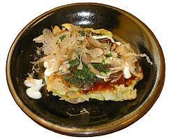 Okonomiyaki merupakan makanan Jepang yang bentuknya merupakan