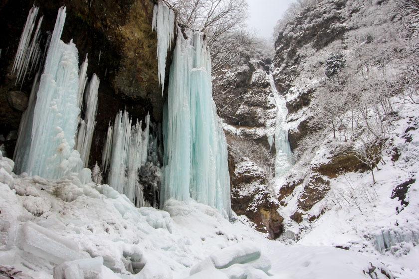 Among the Peaks - Nikko's frozen waterfalls: Unryu Keikoku