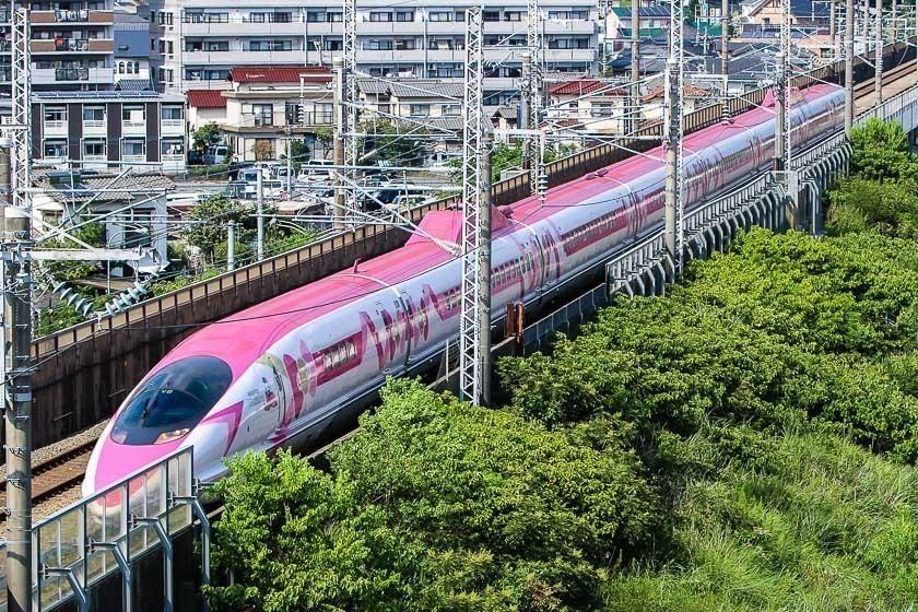 fa3ddd032 Raina's Japan Travel Journal - Hello Kitty Shinkansen