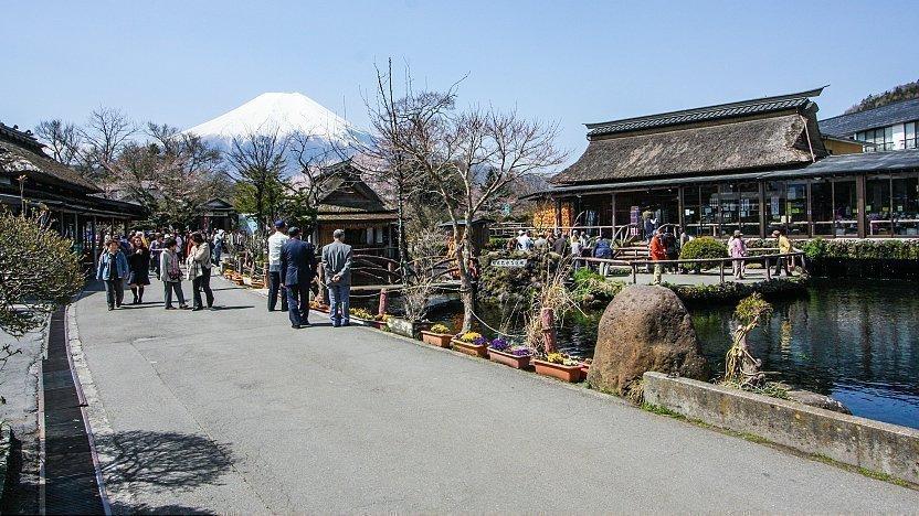 Fuji Five Lakes Travel Oshino Hakkai