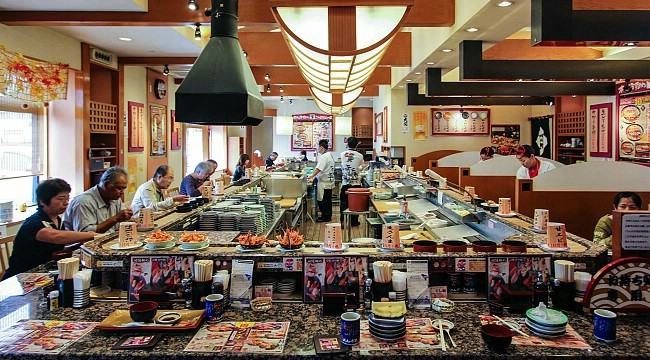 Kaitenzushi (Conveyor Belt Sushi Restaurants)